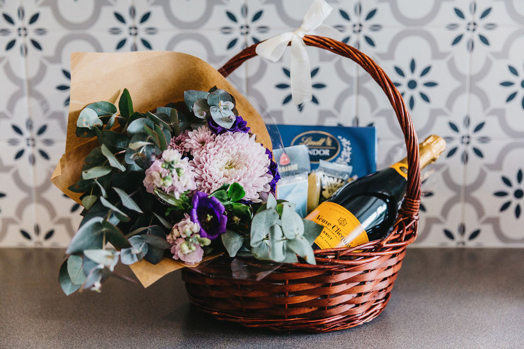 1000 Reasons B&B Romantic Baskets